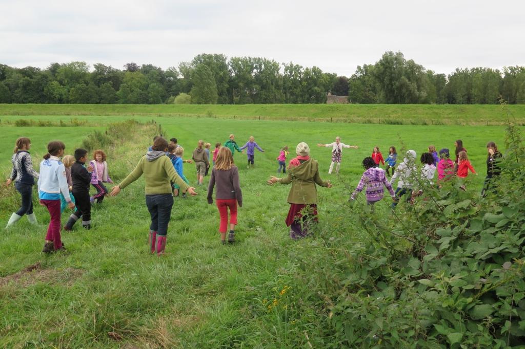 Zingend met Hilde Frateur in de groene beemd van de Grote Nete