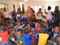 0007 Zuid Afrika Hilde zingt in Weeshuis Johannesburg en bij Sprinkle house  (1)