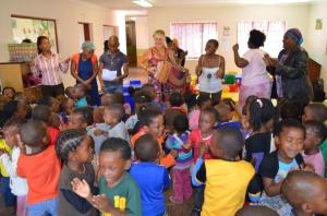 0007-Zuid-Afrika-Hilde-zingt-in-Weeshuis-Johannesburg-en-bij-Sprinkle-house-1